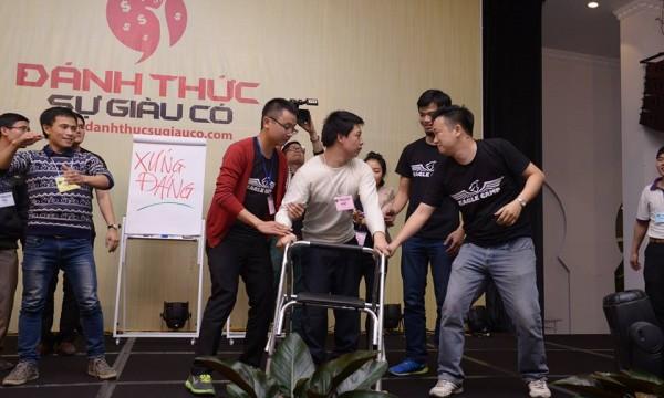 Anh Tạ Duy Anh, người khuyết tật, chia sẻ với Luật sư Phạm Thành Long về chương trình