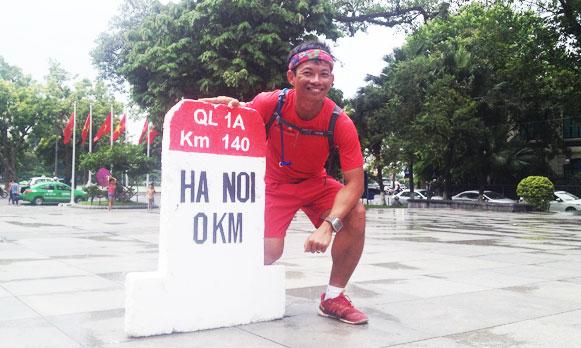 """Về đích sau 33 ngày """"Đi bộ xuyên Việt"""" của LS Phạm Thành Long"""