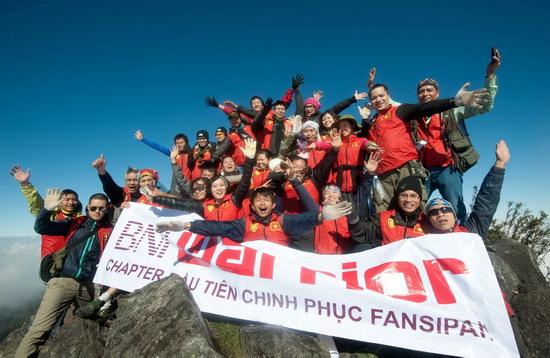 Anh Long cùng các anh chị em trong CLB BNI chinh phục đỉnh Fansipan