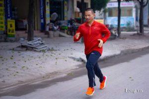 Phạm Thành Long hoàn thành marathon 2018