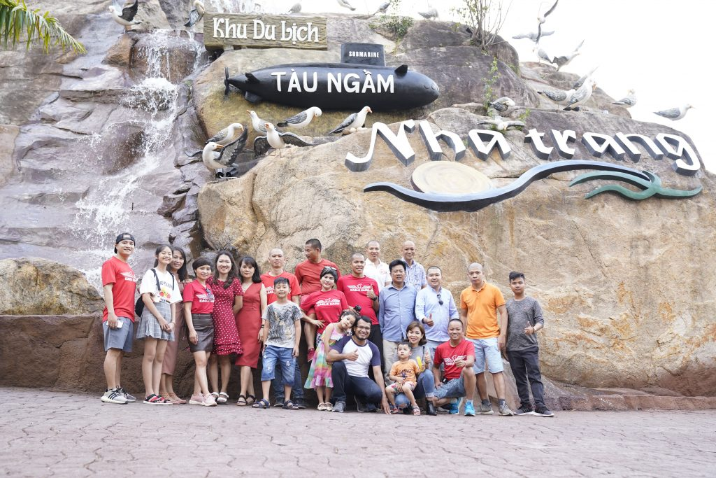 Đoàn Eagle Caravan đi thăm khu Tàu Ngầm, Nha Trang