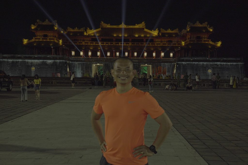 Thầy Phạm Thành Long tại Đại Nội Huế