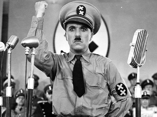 Vua hề Chaplin với nghệ thuật gây cười mà không cần dùng tới ngôn từ