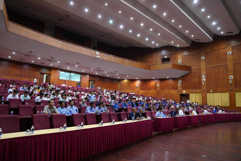 Phạm Thành Long nói chuyện với lãnh đạo Vũng Tàu về đề tại Lãnh Đạo Hạnh Phúc