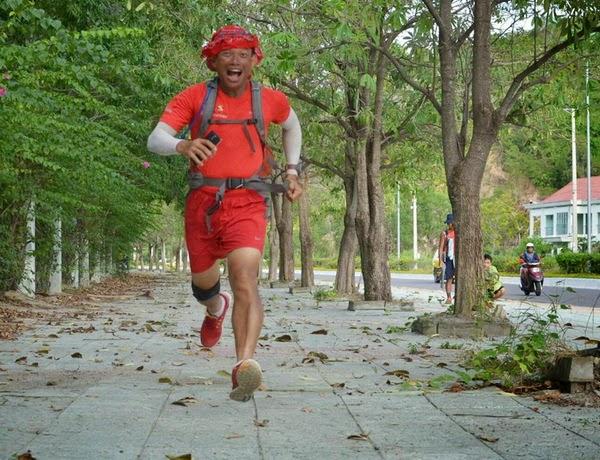 Phạm Thành Long truyền cảm hứng đi bộ xuyên Việt
