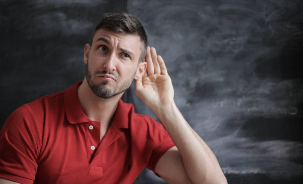 Lắng nghe là một trong những kỹ năng quan trọng trong giao tiếp
