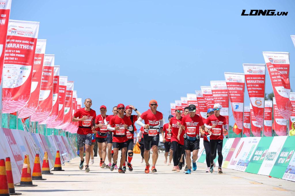 Đoàn quân Eale Camp cùng nha về đích Tiền Phong Marathon