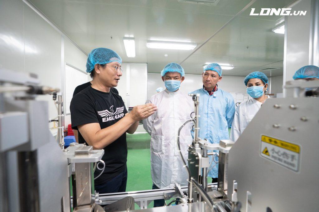 Eagle Trần Quang Huy giới thiệu quy trình sản xuất mỹ phẩm