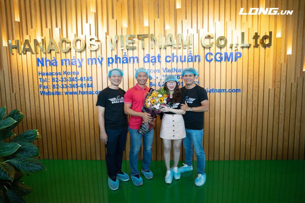 Diễn giả - luật sư Phạm Thành Long tham quan nhà máy mỹ phẩm Hanacos