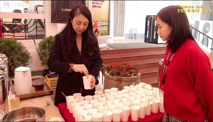 Nước trà quýt sả mật ong, một sản phẩm được chế biết từ quýt
