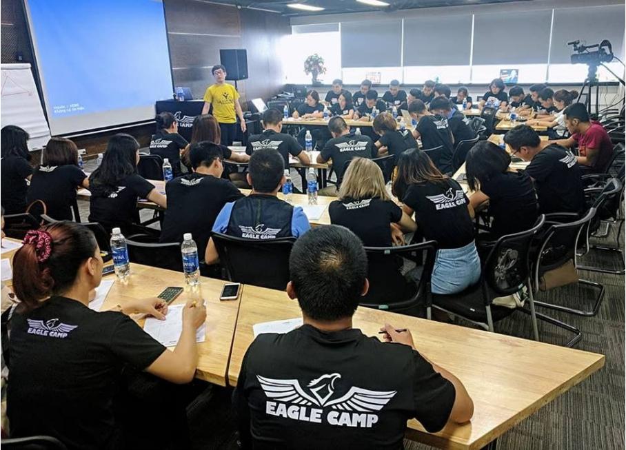 EAGLE ROOM - lắng nghe chia sẻ từ những CHUYÊN GIA Eagle Camp