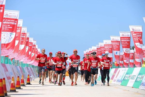 Luật sư Phạm Thành Long cùng doanh nhân Eagle Camp tham gia giải Tienphong Marathon 2020 tại đảo Lý Sơn