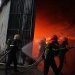 Cộng đồng Eagle Camnp thăm hỏi nhà máy bị hỏa hoạn